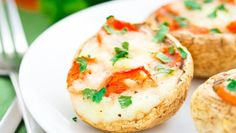 It is the third day of National Vegetarian Week. We have looked into various meals made using tomatoes. Veggie Recipes, Low Carb Recipes, Vegetarian Recipes, Healthy Recipes, Hamburger Recipes, Veggie Food, Ww Recipes, Mozzarella, Portobello Mushroom Pizza Recipe