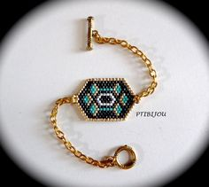 bracelet composé d'un tissage peyote et d'une chaînette dorée