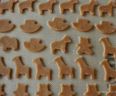 These Gluten-Free Animal Crackers are a fun take on the wheat variation we all loved as kids. They are honey-kissed and lower in sugar. Gluten Free Snacks, Foods With Gluten, Sans Gluten, Gluten Free Recipes, Gluten Free Crackers, Vegan Recipes, Paleo Cookies, Gluten Free Cookies, Paleo Sweets