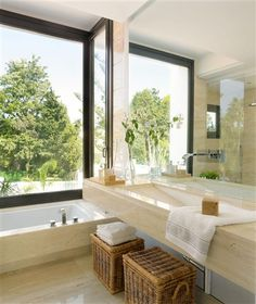 Otra opcion padrisima... La bañera junto al ventanal