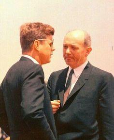 President John Kennedy speaks with Secretary of State Dean Rusk. John Kennedy Jr, Jfk Jr, Us History, American History, John Fitzgerald, Former President, Portraits, Men Looks, People