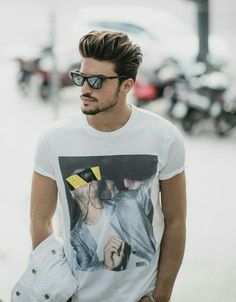 Super hair styles for men with glasses street styles 68 Ideas Hot Hair Styles, Hair And Beard Styles, Curly Hair Styles, Hairstyles Haircuts, Haircuts For Men, Mdv Style, Mens Hair Colour, Outfits Hombre, Photography Poses For Men