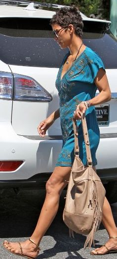 Who made Halle Berry's brown fringe handbag that she wore in Los Angeles on May 3, 2011?