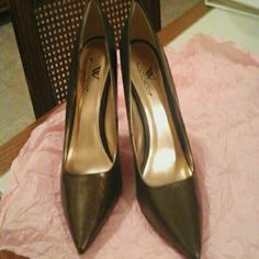 Leather shoes New, never worn, leather upper, dark olive green color, 4 inch heels Worthington Shoes