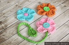 Crochet Dainty Daisy Bookmark with Free Pattern