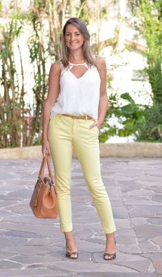 Look do dia - look de trabalho - moda corporativa - moda executiva - work outfit - office outfit - work wear - calça social - look clean - animal print - look verão - summer - calça amarela - yellow