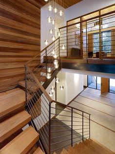 Esferas de cristal en el hueco de escalera - Sugar Bowl Residence by John Maniscalco Architecture