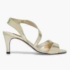 Sandale talon métallisée  Une sandale très graphique et caractérielle avec sa matière cuir craquelé métallisé. Talon : 7,5cm.   •#SHOESINMYLIFE On l'associe avec des tenues de cérémonies.   •Prendre votre pointure habituelle.