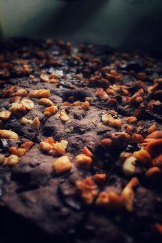 Peltikeksi eli keksit jotka valmistuvat pyörittelemättä. Kokonaisena pellillisenä leivottava keksipohja joka hieman jäähtyneenä viipaloidaan paloiksi. Onko kätevämpää keksitty. Chocolate chip cookies tyyliset ihanat keksit ihastuttavat.