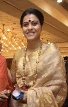 Most Indians believe that Bengali's have beautiful eyes. they refer to Kajol when they make such a statement. Check out kajol without makeup pictures. Bollywood Bridal, Bollywood Jewelry, Bollywood Fashion, Bollywood Designer Sarees, Bollywood Actress, Indian Attire, Indian Wear, Indian Dresses, Indian Outfits