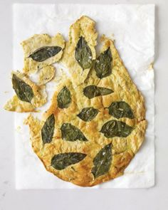 Basil Flatbread Crackers - A mix of chopped and whole fresh basil transforms ordinary crackers into herb-infused snacks. A Food, Good Food, Yummy Food, Naan, Homemade Crackers, Homemade Breads, Pizza, Food Plating, Food Processor Recipes