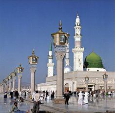 Masjid e Nabawi, Madinah Munwarah Saudi Arabia Masjid Al Nabawi, Medina Mosque, Green Dome, Islamic Status, Mekkah, Beautiful Mosques, Islam Religion, Islam Beliefs, Islamic Architecture