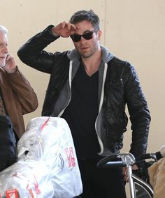 Chris Pine, at the airport