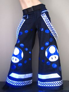 Here are the top 15 most stunning rave pants for sale that are super eye-catching and incredibly fun to wear on the dance floor as you rave to the music. Dance Outfits, Boho Outfits, Cute Outfits, Fashion Outfits, Rave Pants, Sparkle Outfit, Pantalon Cargo, Dolly Fashion, Music Festival Outfits