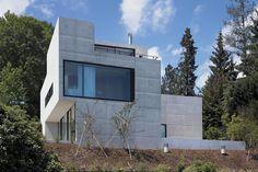 House overlooking lake Zurich by Müller Verdan Weineck Architekten