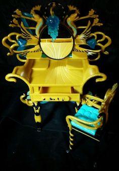 Monster High Cleo De Nile Gold Black Turquoise Mirror Vanity Doll Furniture 2011 #MonsterHigh #DollFurniture