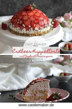 Super leckere Erdbeertorte als Kuppeltorte mit Biskuitböden und lockerer Joghurt-Mascarpohne-Creme. Das Rezept für die schöne Torte gibt es auf Castlemaker.de