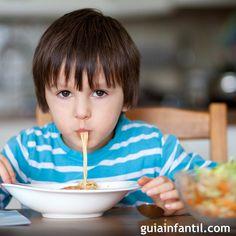 ¿No sabes qué cena darle a tus hijos?, ¿cada noche te encuentras frente a la nevera indecisa por qué plato preparar? En Guiainfantil.com te damos unas cuentas sugerencias de cenas rápidas para elaborar en poco tiempo.