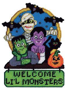 Halloween Canvas, Fall Halloween, Halloween Crafts, Halloween Stuff, Halloween Village, Halloween Ornaments, Plastic Canvas Christmas, Plastic Canvas Crafts, Plastic Canvas Patterns