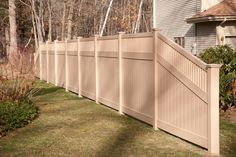 Amazing images of PVC Vinyl Fence Panels, Gates, and Sections from Illusions Vinyl Fence. If you& looking for a new fence, you have to see these photos. Vinyl Fence Panels, Privacy Fence Panels, Vinyl Railing, Vinyl Fencing, Wood Vinyl, Pvc Vinyl, Painted Wood Fence, Backyard Fences, Pool Fence