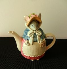 Collectible Teapots | Vintage Collectible Teapot / Grandma Mouse by TheWellSeasonedNest