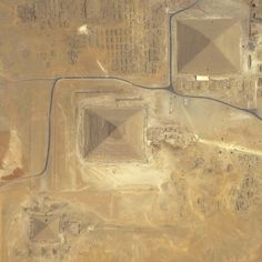 Benjamin Grant - Pyramids of Giza, on the outskirts of Cairo, are transformed into almost two-dimensional shapes.