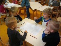 Tafelrondje. Op A3 in 4 vakken gevouwen tekenen over onderwerp. Daarna aan elkaar vertellen. Om de beurt. Leader In Me, Cooperative Learning, Teaching, Learning, Education