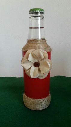 Garrafa pintada decorada com cordão e flor de filtro de café (usado)