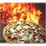 Aqui tienes la autentica receta para la pizza hecha en casa con todos los ingredientes en horno de leña u horno de barro.