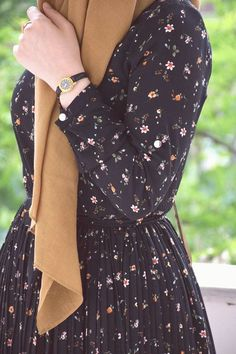 Islamic clothing for women : Islamic cloths – Hijab Fashion 2020 Modest Fashion Hijab, Modern Hijab Fashion, Muslim Women Fashion, Casual Hijab Outfit, Hijab Fashion Inspiration, Hijab Dress, Foto Fashion, Fashion Art, Fashion Outfits