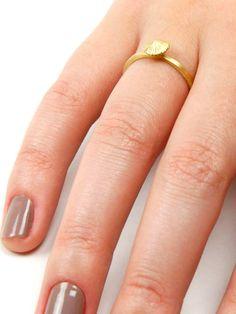 anel ofício feito em ouro fosco artesanalmente por kika rufino