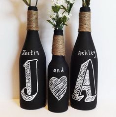 Ideas for wedding centerpieces diy wine bottles chalkboard paint Wine Bottle Art, Wine Bottle Crafts, Alcohol Bottle Crafts, Diy Bottle, Bottle Vase, Wine Craft, Creation Deco, Ideias Diy, Diy Décoration