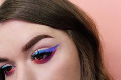 Ombré Eyeliner: How to Do Gradient Eyeliner in 3 Easy Steps | Allure #EyeLashesTips #BumpsUnderEyes How To Do Eyeshadow, Sparkly Eyeshadow, Best Eyeliner, How To Apply Eyeliner, Pencil Eyeliner, Creative Eyeliner, Perfect Eyeliner, White Eyeliner, Winged Eyeliner