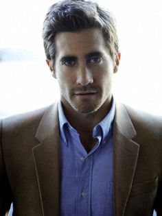 Blue dress shirt w/ tan dress coat. (Jake Gyllenhaal)