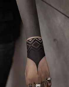 These Striking Solid Black Tattoos Will Make You Want To Go All In - KickAss Things - beautiful blackout tattoo ideas for women 💕💕💕💕 - Trendy Tattoos, Unique Tattoos, Beautiful Tattoos, Tattoos For Women, Diy Tattoo, Tattoo Henna, Tattoo Forearm, Hand Tattoos, Body Art Tattoos