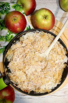Szybki ryż z jabłkami i cynamonem Dziś zapraszam Was na mój ulubiony, szybki ryż z jabłkami i cynamonem. Przygotowanie tego dania zajmie Wam dosłownie kilka minut, zwłaszcza jeśli tak jak ja macie Delicious Desserts, Yummy Food, Mango, Polish Recipes, Risotto, Recipies, Food And Drink, Cooking Recipes, Lunch
