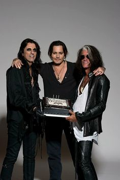 Johnny Depp with Alice Cooper and Joe Perry. Would love to be at that party. :)