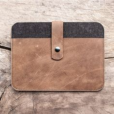 your iPad Air stored safe. Fachwerk the case for iPad Air of felt with push-button clasp lock by werktat. Nothig will happen to Ipad Mini 3, Ipad Air, Nexus 9, E Reader, Felt Case, Macbook Case, Macbook Pro, Leather Craft, Handmade Leather