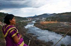 Die indigenen Ngäbe Buglé wehren sich dagegen, dass ihr Land in einem Stausee versinkt. Sie halten das Tal des Tabasará-Flusses besetzt. Schon seit Jahren protestieren sie gegen das Wasserkraftprojekt Barro Blanco, das auch die deutsche DEG-Bank finanziert. Bitte unterzeichnen Sie die Petition gegen die drohende Räumung.