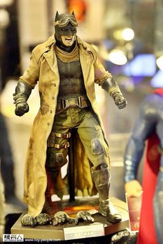 Hot Toys Knightmare and Armoured Batman from  Batman v Superman Dawn of Justice