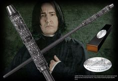 The wand of notorious Potions Master Professor Severus Snape, also Head of Slytherin House. Character box contains name clip. Harry Potter Ron Weasley, Harry Potter House Quiz, Harry Potter Merchandise, Harry Potter Outfits, Harry Potter Birthday, Severus Snape Wand, Professor Severus Snape, Severus Rogue, Alan Rickman Severus Snape