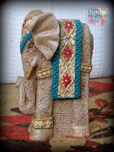 Elefante alto guarda 22x13 cm Medium Art, My World, Mixed Media Art, Elephant Stuff, Design, Plastering, Necklaces, Craft, Paintings