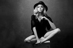 Lara Jade by Felix Kunze - Fashion Photography - Fashion Portrait - Luxury - Black and White - Hats