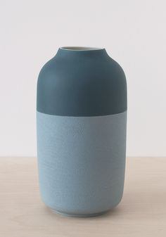 <p>The Berlin-based Rimma Tchilingarian design studio has created a collection of vases so simple that the design almost goes unnoticed.The collection is a study of porcelain: a material with a rich