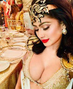 Sri Lankan actress model Piumi Hansamali latest photos in Saree Indian Film Actress, Beautiful Indian Actress, Indian Actresses, Hottest Models, Hottest Photos, Low Waist Saree, Aunty In Saree, Cute Girl Drawing, Drawing Art