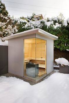 Bauen Sie eine Outdoor Sauna im eigenen Garten - Prakitsche Tipps Building an can be surprisingly easy. Such a construction is basically an insulated shed with an electrical or gas or Saunas, Contemporary Doors, Contemporary Garden, Contemporary Building, Contemporary Apartment, Contemporary Wallpaper, Contemporary Office, Contemporary Bedroom, Contemporary Architecture