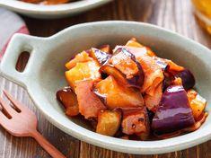 なすとベーコンのナポリタン蒸し【#簡単 #レンジ】 by Yuu 「写真がきれい」×「つくりやすい」×「美味しい」お料理と出会えるレシピサイト「Nadia | ナディア」プロの料理を無料で検索。実用的な節約簡単レシピからおもてなしレシピまで。有名レシピブロガーの料理動画も満載!お気に入りのレシピが保存できるSNS。 Sweet Potato, Pork, Potatoes, Vegetables, Ethnic Recipes, Kale Stir Fry, Potato, Vegetable Recipes, Pork Chops