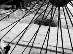Fotografía: Linea diagonal. Dominante: Las lineas Subdominante: la piedra  subordinado: la banqueta