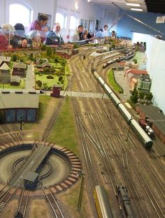 N Scale Train Layout, N Scale Trains, Model Train Layouts, Escala Ho, Rc Model, Ho Scale, Classic Toys, Model Trains, Railroad Tracks