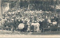 Au parc Monceau, vers 1900, la foule écoute la musique de la Garde Républicaine  (Paris 8ème)